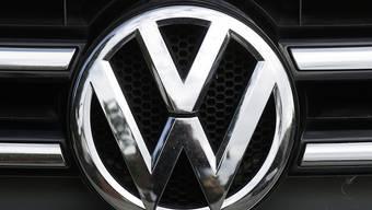 VW tritt wegen der Elektromobilität noch stärker auf die Kostenbremse und will weitere Milliarden sparen. (Archiv)