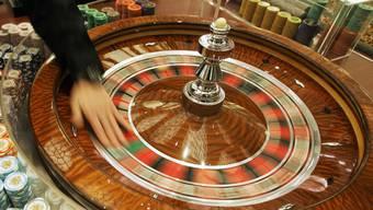 Etwa ein Prozent der Bevölkerung leidet an Spielsucht. In Basel können schwere Fälle von Verhaltenssucht nun stationär behandelt werden. (Symbolbild)