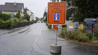 m Dorfzentrum von Luterbach wird darauf hingewiesen, dass die Verbindung zur Zuchwilerstrasse gesperrt ist. Wer in die Nachbargemeinde fahren will, muss einen Umweg machen.
