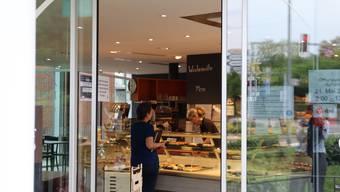 Der Cafébereich ist wieder offen: Der Limmatbeck bewirtete gestern bereits einige Znüniesser.