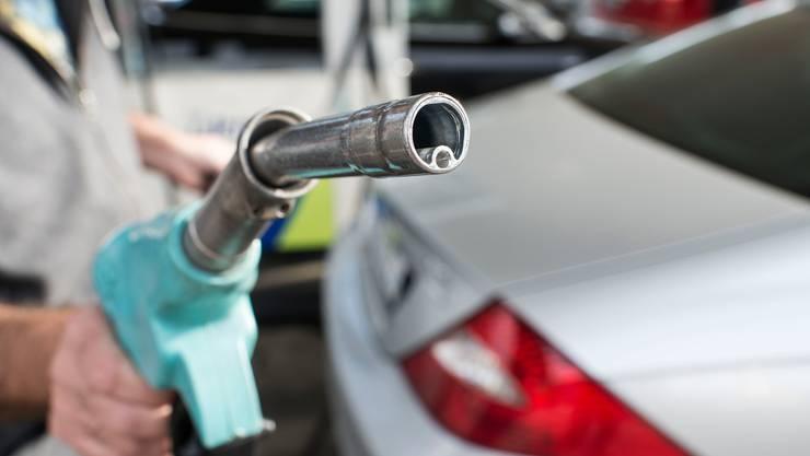 Die Zahl der Tankstellen und kleinen Tankstellenshops in der Schweiz ist auch im letzten Jahr weiter gesunken. (Symbolbild)
