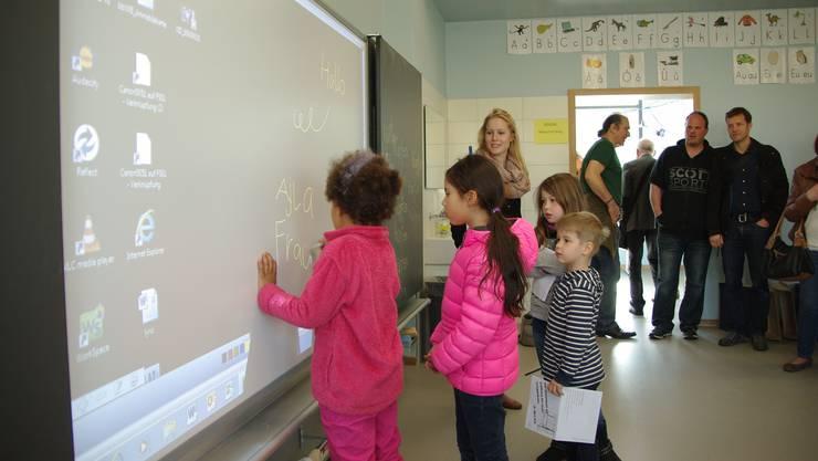 In Schulzimmern sollen abschaltbare WLAN-Einrichtungen installiert werden, um Kinder vor der Strahlenbelastung zu schützen. (Symbolbild)