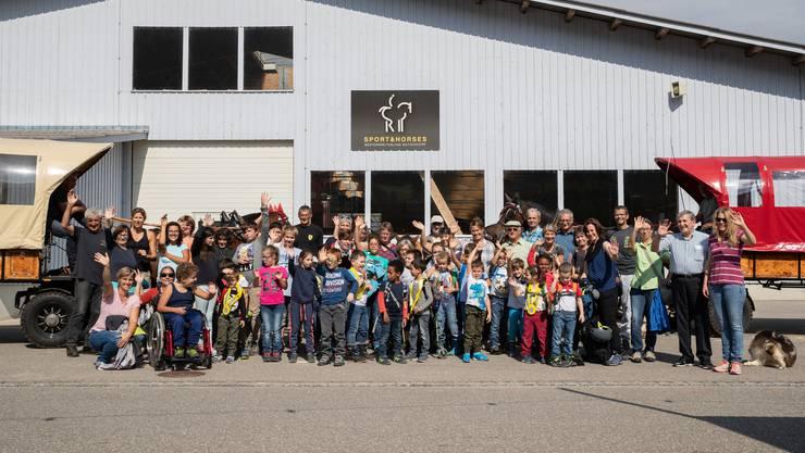 Vierzig Kinder mit ihren Lehrpersonen des Heilpädagogischen Schulzentrums (HSPZ) Balsthal durften mit Ponys reiten