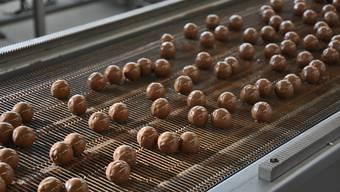 Seit 1961 produziert Sprüngli in Dietikon. 60 Jahre hat die Traditionsfirma nun einen Schoggi-Outlet direkt neben seiner Schoggi-Manufaktur eröffnet. Dort gibt es unter anderem frische Pralinés.