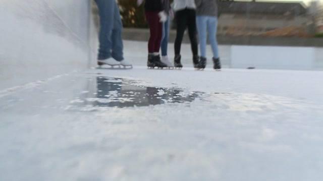 Eisbahnen kämpfen gegen sommerlichen Herbst