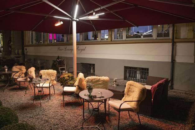 Restaurants machen ihre Aussenbereiche mit Heizstrahler, warmen Decken und Fellen corona- und wintertauglich. Denn draussen droht am wenigsten Ansteckung.