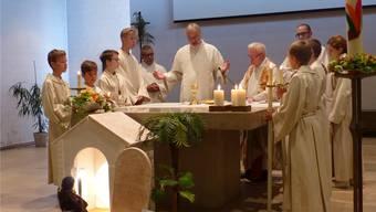 Gemeindeleiter Martin Linzmeier zelebriert den Gottesdienst.