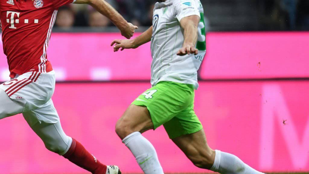 Ricardo Rodriguez (rechts) wird nun womöglich das nächste Spiel von Wolfsburg doch nicht verpassen