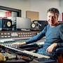 Musikproduzent Thomas Fessler am Mischpult: «Er spürt die Lieder und deren Geschichten», sagt Florian Ast über ihn.
