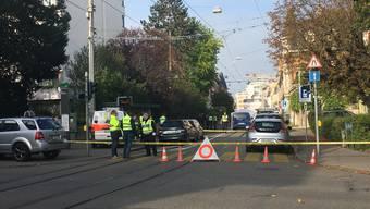 Unfallaufnahme am Unfallort in der Basler Austrasse am Mittwochmorgen.