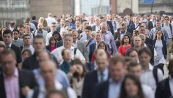 Gerade einmal jeder siebte über 55-Jährige, der arbeitslos geworden ist, findet wieder eine Stelle. Arbeitslos zu werden gegen das Rentenalter hin, bringt ein grosses Armuts- und Erkrankungsrisiko mit sich.
