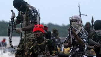 Mehr als 700 Seeleute befinden sich zurzeit vor der somalischen Küste in der Gewalt von Piraten (Archiv)