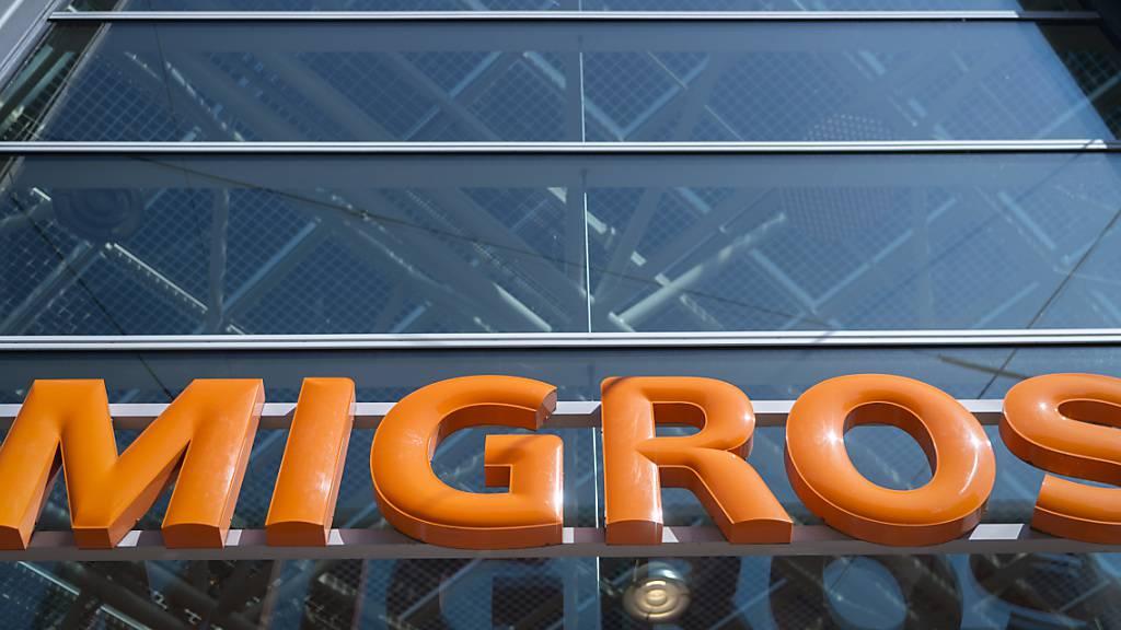 Die Migros bezahlt ihren Mitarbeitern bis zu einem halben Prozent mehr Lohn. Darauf einigte sich der Detailhändler in den diesjährigen Verhandlungen mit den Sozial- und Vertragspartnern. (Archivbild)