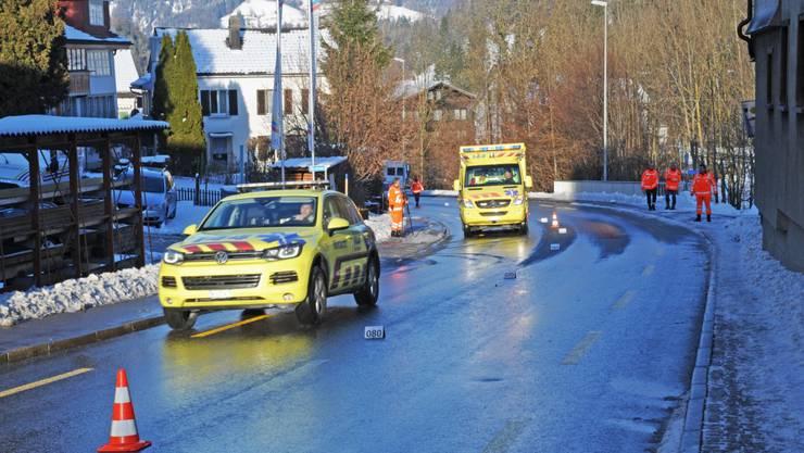 Die Polizei setzt bei der Suche nach dem flüchtigen Fahrer auf Unterstützung aus der Bevölkerung.