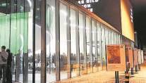 Aarau ist anerkannt als Kulturhauptstadt des Kantons und wird entsprechend gefördert. Das kulturelle Leben und Schaffen ist ausserordentlich vielfältig. Die Stadt beherbergt wichtige Kulturinstitutionen wie das Kunsthaus, das Naturama, das Forum Schlossplatz und das KiFF. Mit dem Stadtmuseum und der geplanten Aargauer Bühne Oxer wird das Angebot weiter ausgebaut. Die Zersplitterung des Angebots und der Ressourcen schwächt die Bedeutung als kulturelles Zentrum. Mit den zur Verfügung stehenden Mitteln soll ein Maximum an Wirkung erzielt werden - durch Vernetzung und themenbezogene Zusammenarbeit aller Anbieter. (Kel)