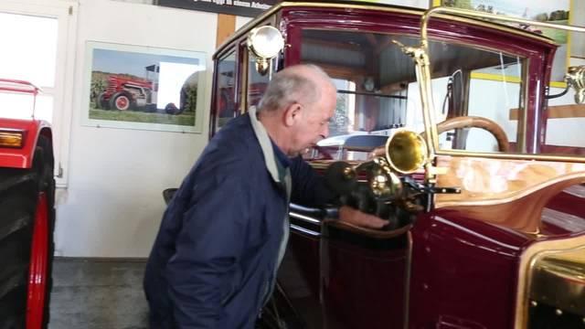 Der Zetzwiler Franz Morgenegg erklärt, was es mit der Restauration des Kaiserwagens auf sich hat
