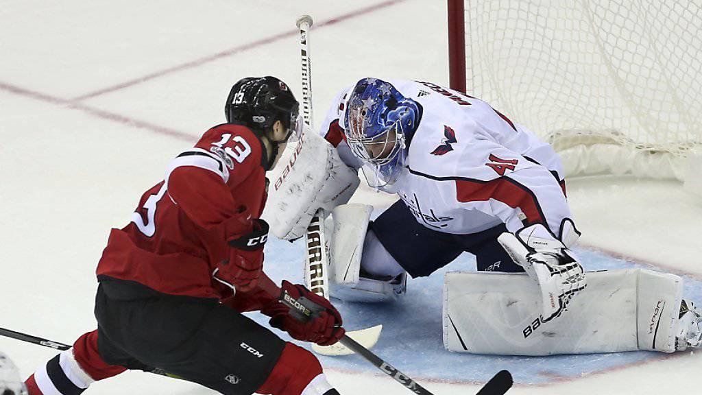 New Jerseys Nico Hischier kurz vor dem sehenswerten 4:1-Treffer gegen die Washington Capitals bei seinem ersten NHL-Einsatz