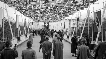 Liebe zum Vaterland: Der Fahnenhimmel an der Schweizerischen Landesausstellung in Zürich
