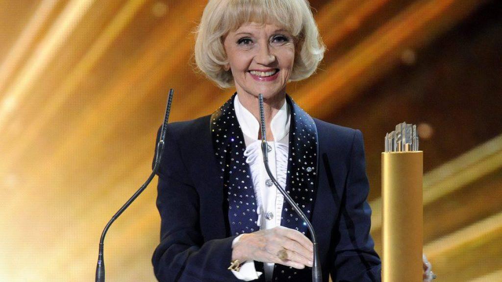 """Liselotte Pulver - hier 2011 mit ihrem Lifetime Swiss Award - ist weder verarmt noch krank: """"Nichts davon ist wahr"""", sagt die 86-jährige Schauspiellegende (Archiv)."""