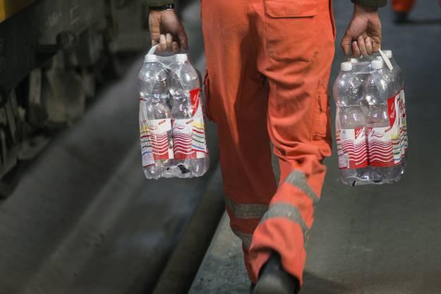Trinken ist im Notfall wichtiger als essen, so das Bundesamt für wirtschaftliche Landesfragen.