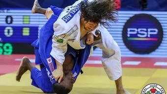Ciril Grossklaus (in Weiss) wirft am Grand Prix Tiflis seinen Gegner aus Grossbritannien im Viertelfinal –90 kg mit Höchstwertung Ippon. zvg/IJF