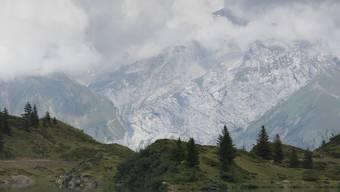 """""""Engelberg"""" von Silvia Götschi ist aktuell das meistverkaufte Taschenbuch in der Schweiz. Der Krimi spielt in der rauhen Obwaldner Landschaft."""