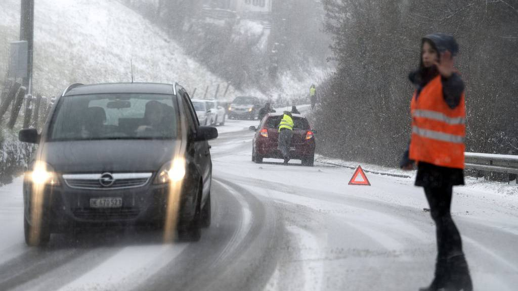 Seit dem Wintereinbruch hat es in der Schweiz zahlreiche Unfälle gegeben. (Archivbild)