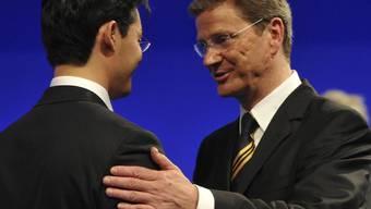 Westerwelle gratuliert seinem Nachfolger Rösler zur Wahl