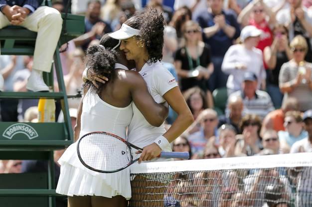 Eine herzliche Umarmung mit der Besten des Fachs: Amra Sadikovic und Serena Williams