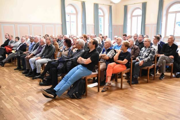Gespannt folgten die Anwesenden den spannenden Ausführungen der Referenten am Energie-Apéro in Lenzburg.