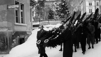 Aufmarsch der Schweizer Nazis in Davos bei der Beerdigung des ermordeten Wilhelm Gustloff.