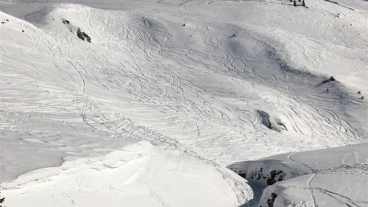 Die Vertiefung abseits der Piste, in welche der Skifahrer stürzte und sich so schwer verletzte, dass er starb.
