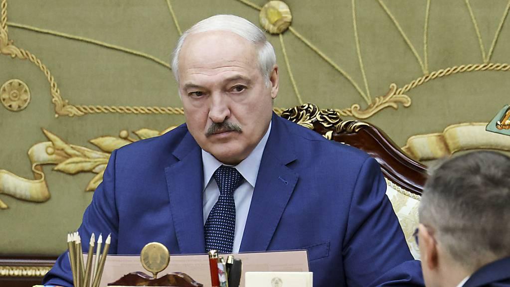 Alexander Lukaschenko, Präsident von Belarus, spricht während eines Treffens.