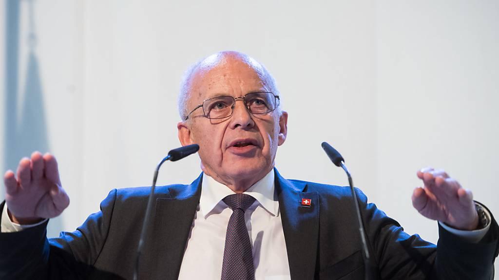 Bundesrat Ueli Maurer fordert eine an Fakten orientierte Analyse der Auswirkungen, die die Corona-Pandemie auf die Schweiz hat. Hysterie helfe nicht weiter. (Archivbild)