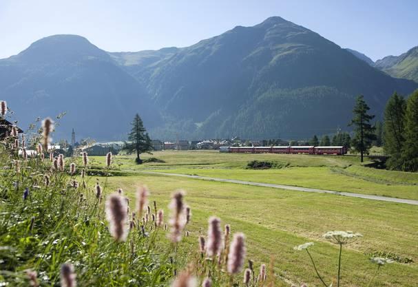 Die Rhätische Bahn unterwegs von Thusis nach St. Moritz.