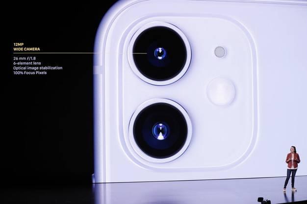 Die Zweifach-Kamera des iPhone 11, Auflösung: 12 Megapixel. Bild: EPA)