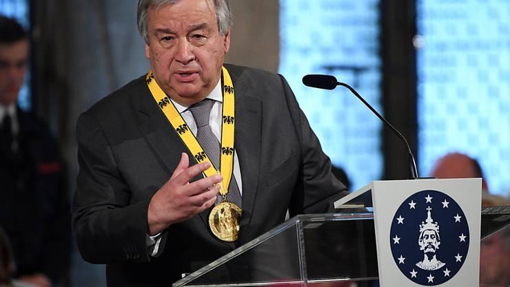 Uno-Generalsekretär António Guterres hat den Karlspreis erhalten. Guterres wurde als europäischer Streiter für eine friedliche Zusammenarbeit der Völker ausgezeichnet.