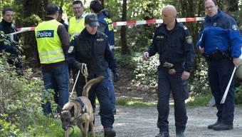Polizisten aus Österreich, Frankreich und der Schweiz suchten 2011 am Genfersee nach Alessia and Livia. Von den beiden Mädchen fehlt bis heute jede Spur. Der Vater hatte sich in Italien vor einen Zug geworfen.
