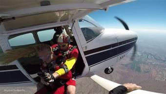 Fallschirmspringen über den Victoriafällen: Wer den Adrenalinkick sucht, kann das Naturwunder im freien Fall bestaunen.