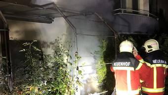 In einem Mehrfamilienhaus im aargauischen Neuenhof ist am 13. 10. 2018 ein Brand ausgebrochen. Ein Feuerwehrmann gestand die Brandstiftung.