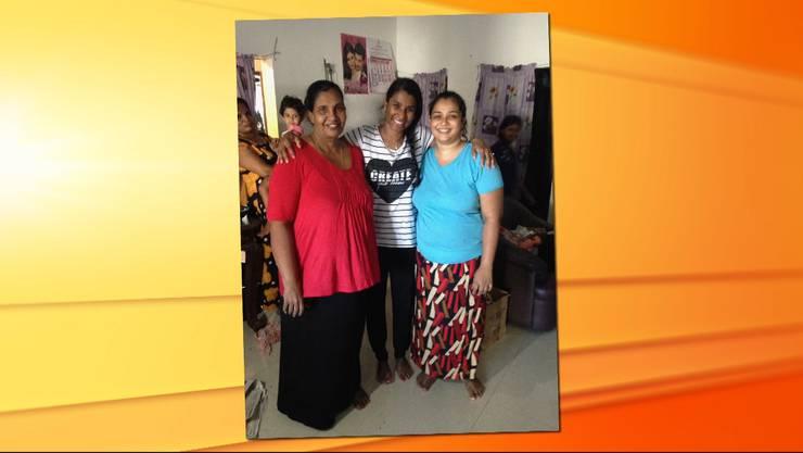 Begegnung in Sri Lanka: Sarah Ramani Ineichen im Haus der Nachbarin ihrer Mutter.