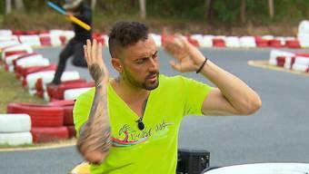 Frustrierte Aufgabe statt Sieg: Beim Kartrennen verliert Fabio Ambrosio die Kontrolle über sein Gefährt und seine Emotionen.