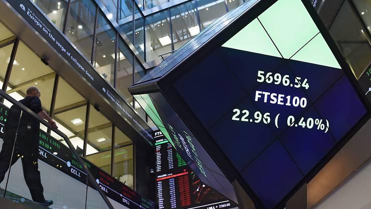 Bald mit deutscher Börse zusammen? Blick in die Eingangshalle der Londoner Börse. (Archiv)
