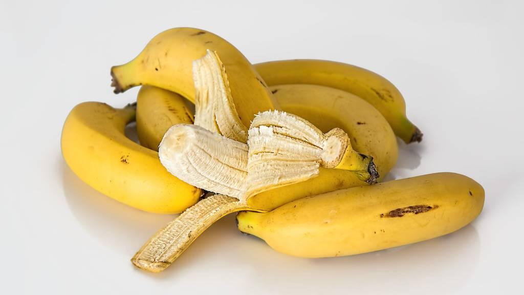 Wie man Bananen richtig schält