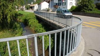 Die Dünnern in Welschenrohr: Wenige 100 Meter oberhab dieser Brücke lief das Oel in den Bach.