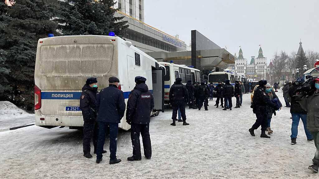 dpatopbilder - ARCHIV - Die russische Polizie löst immer wieder Versammlungen der Opposition auf - so wie hier im März in Moskau. Foto: Hannah Wagner/dpa