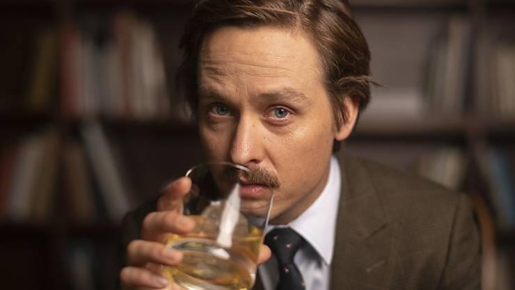 """Der deutsche Schauspieler Tom Schilling will keine Intellektuelle mehr spielen. Das beweist er in seinem aktuellen Film """"Die Goldfische"""", wo er einen Bankmanager darstellt, der seit einem Autounfall im Rollstuhl sitzt und kriminelle Pläne schmiedet. (Archivbild)"""