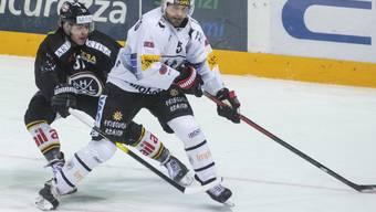 Freiburgs Verteidiger Philippe Furrer (vorne) musste diese Saison schon einmal wegen einer Bauchmuskelverletzung zwei Monate pausieren