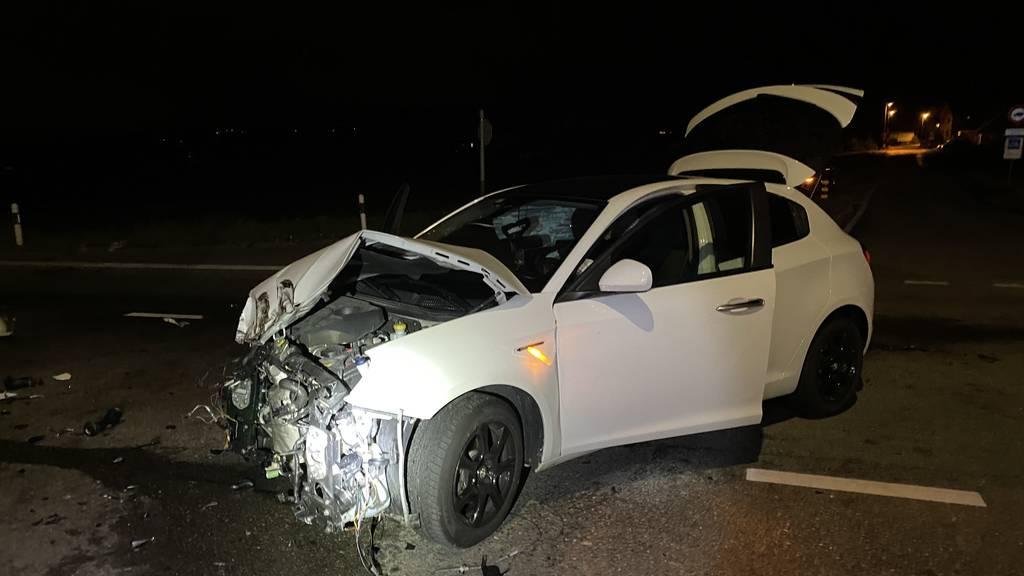 Kollision zwischen Lastwagen und Auto – 160 Liter Öl ausgelaufen