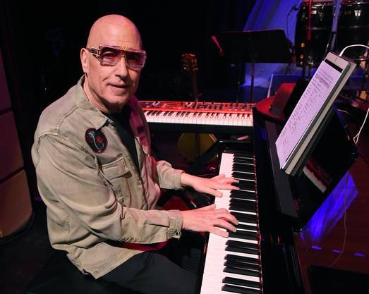Der unermüdliche Garson (73) bringt als musikalischer Direktor «A Bowie Celebration» auf die Bühne. Die Band lässt vor allem Songs aus den 70er-Jahren hoch leben, von «Life On Mars» bis «Heroes».